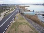 手賀大橋から撮影した柏市側の手賀沼遊歩道の様子